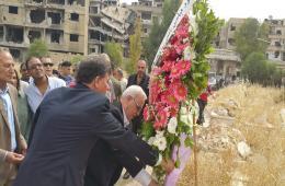 4c9873fda منظمة التحرير تزور اليرموك وتضع أكاليل من الزهور على أضرحة الشهداء وناشطون  ينتقدون